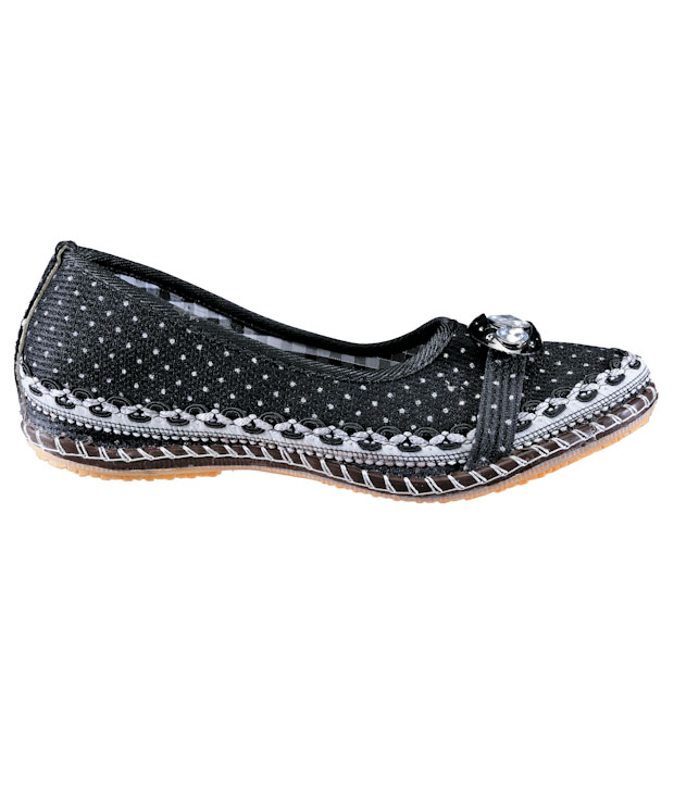 Universal Trendy Black Ballerinas